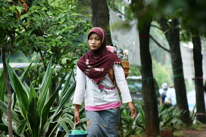 インドネシアを運ぶ通り薬草ジャムウ