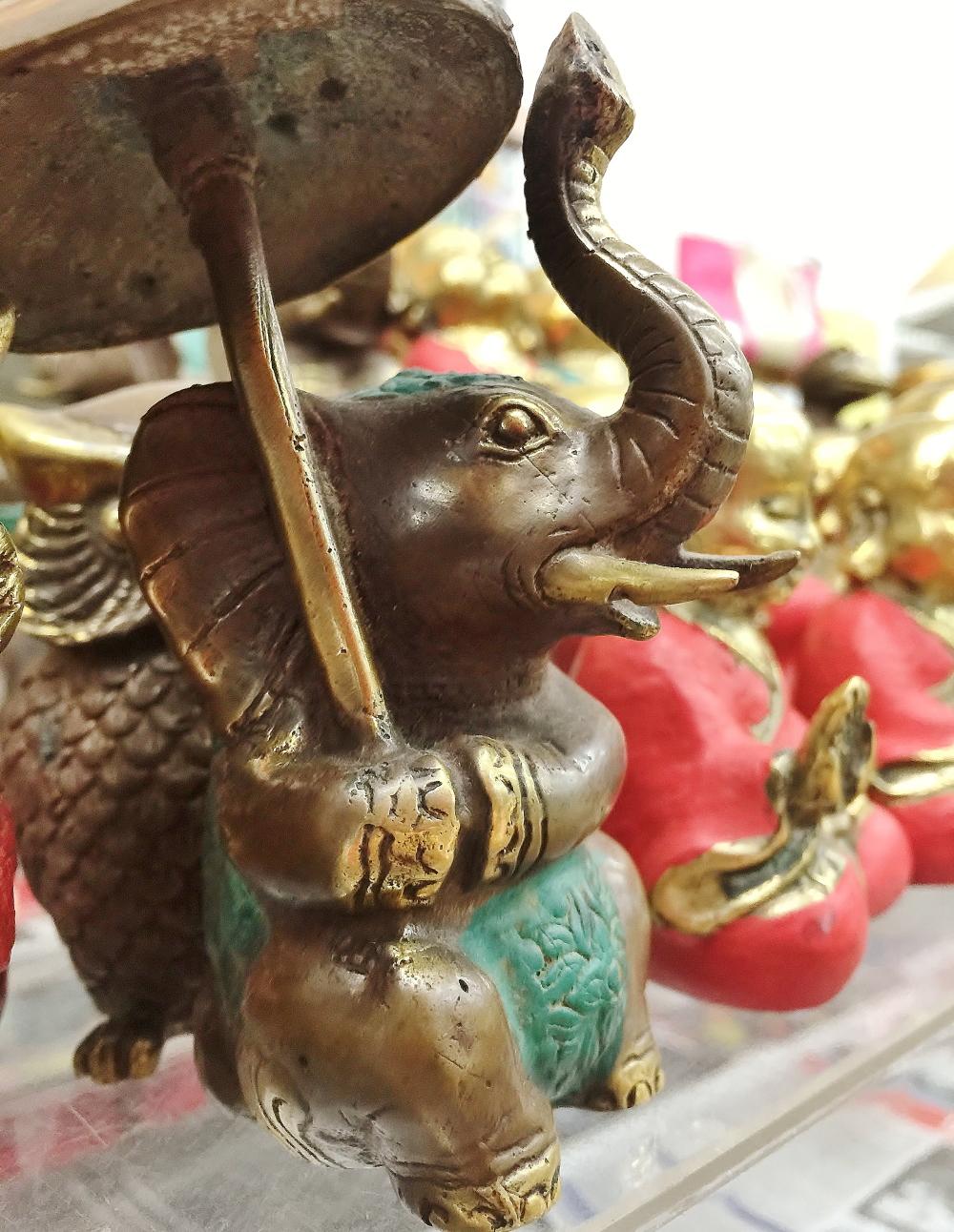 バリ 象の置物