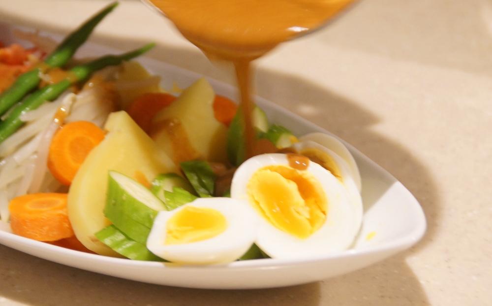バリ土産 ガドガドソースで作ったサラダ