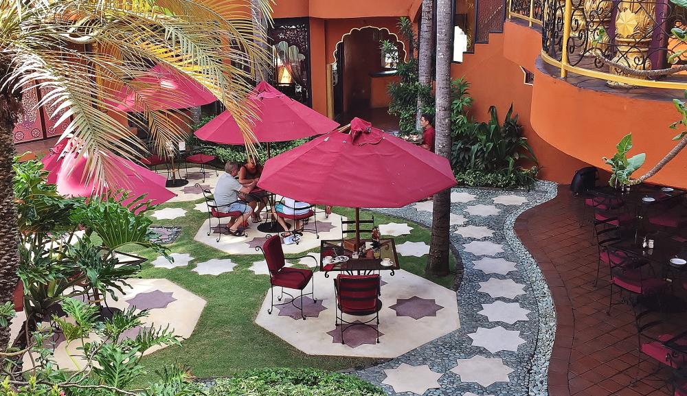プラナスパ 中庭