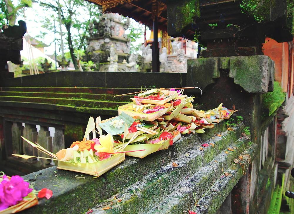 バリのお供え物 チュナン ウブドの寺院にて